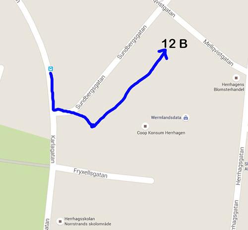 Promenera från busshållplatsen in genom portalen, gå till vänster mot 12B.